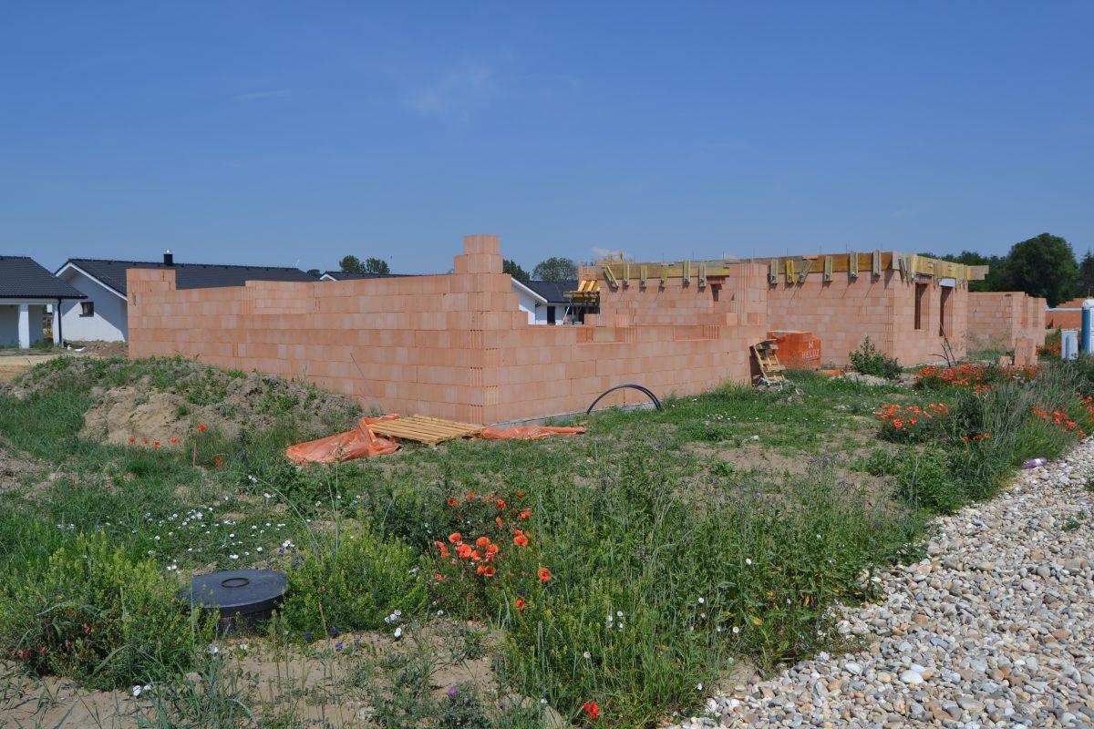 Pokračovanie výstavby RD Atypico v Novej Dedinke